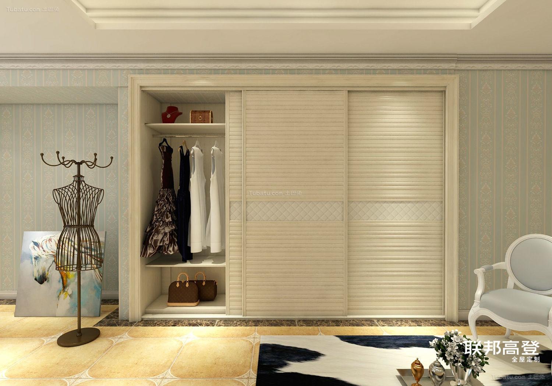 现代风格嵌入衣柜