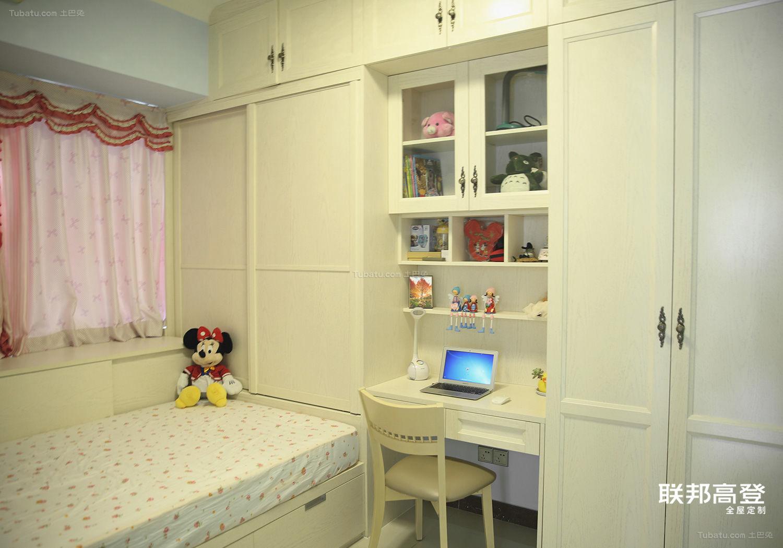 现代简约雅致收纳卧室