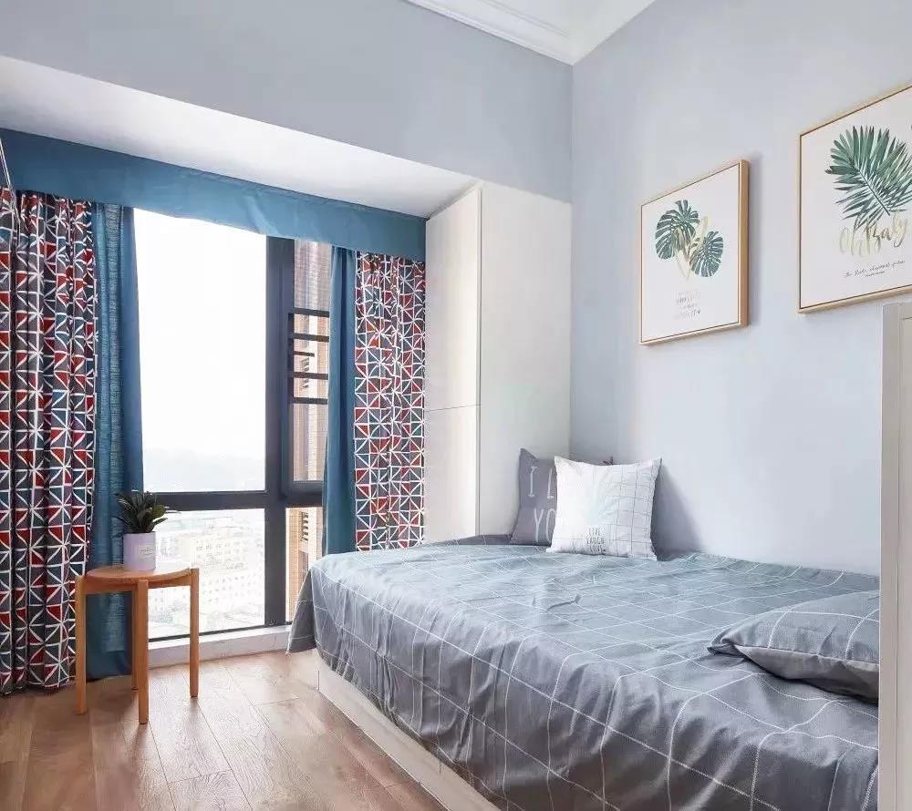 卧室房间有点小,还好内嵌式衣柜省空间10885753