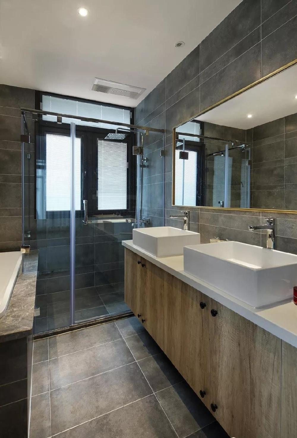 280m²三层复式住宅,挑高的客厅结构11632960