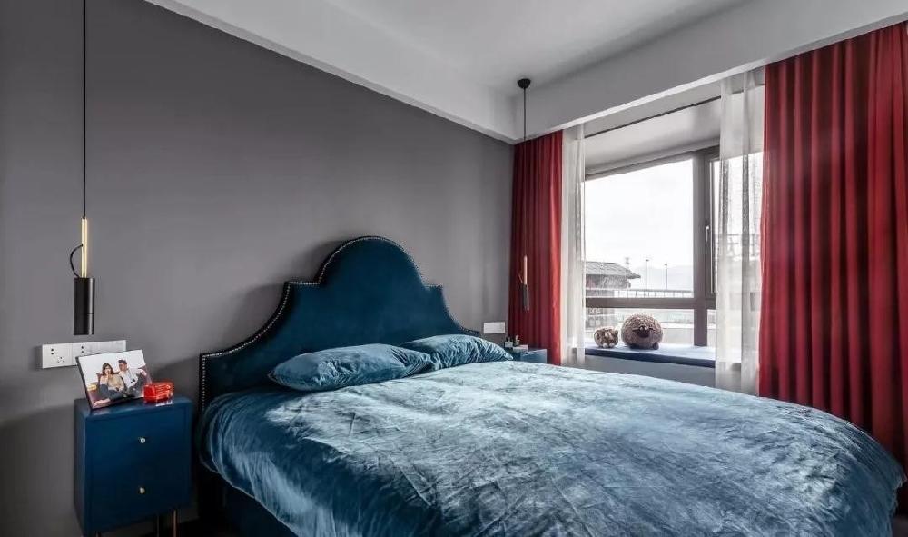 裝95平北歐新房,深灰色臥室太有格調了。12663539