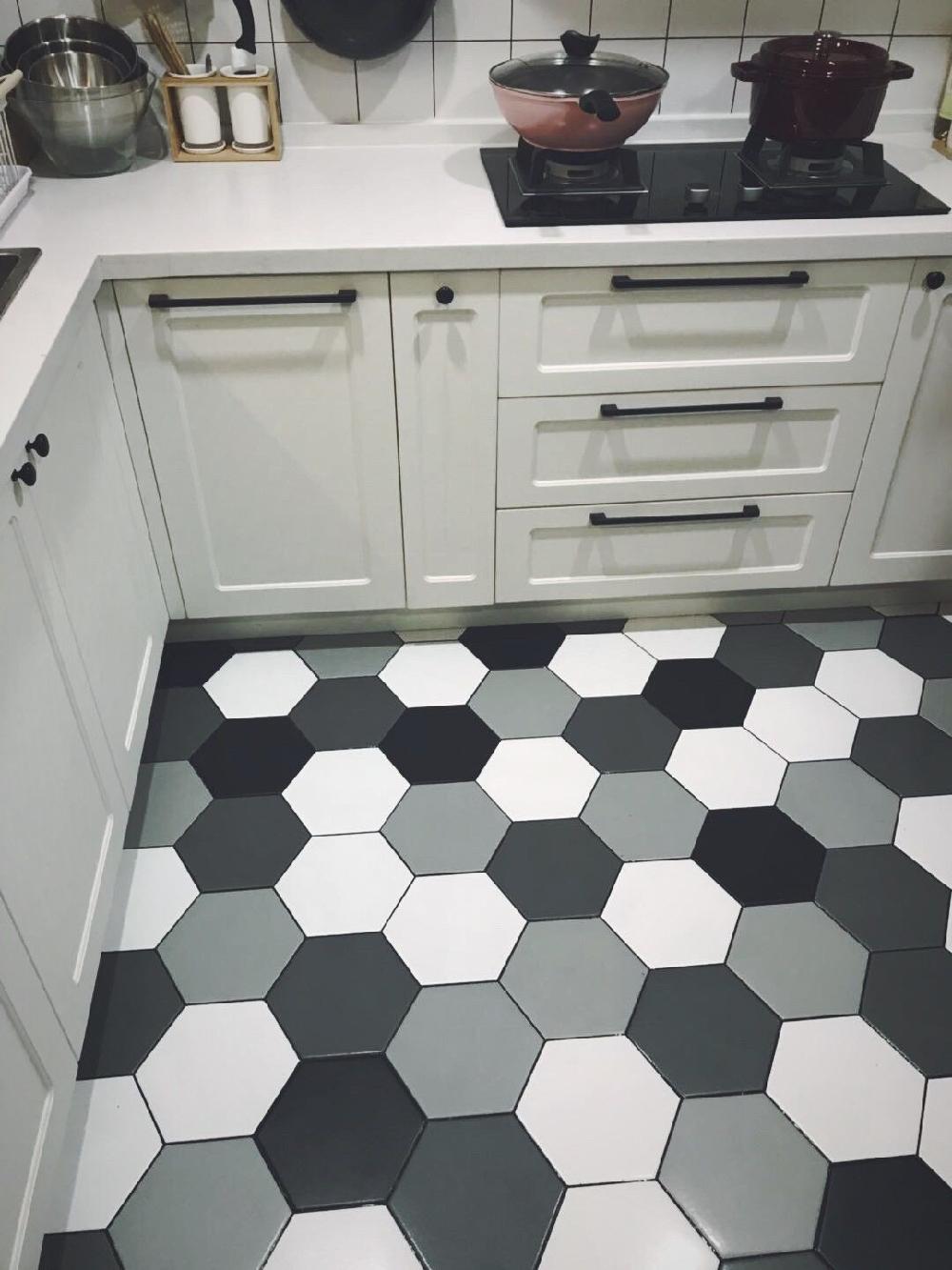 開放式廚房的改造,廚房白色磚配黑色美13462399