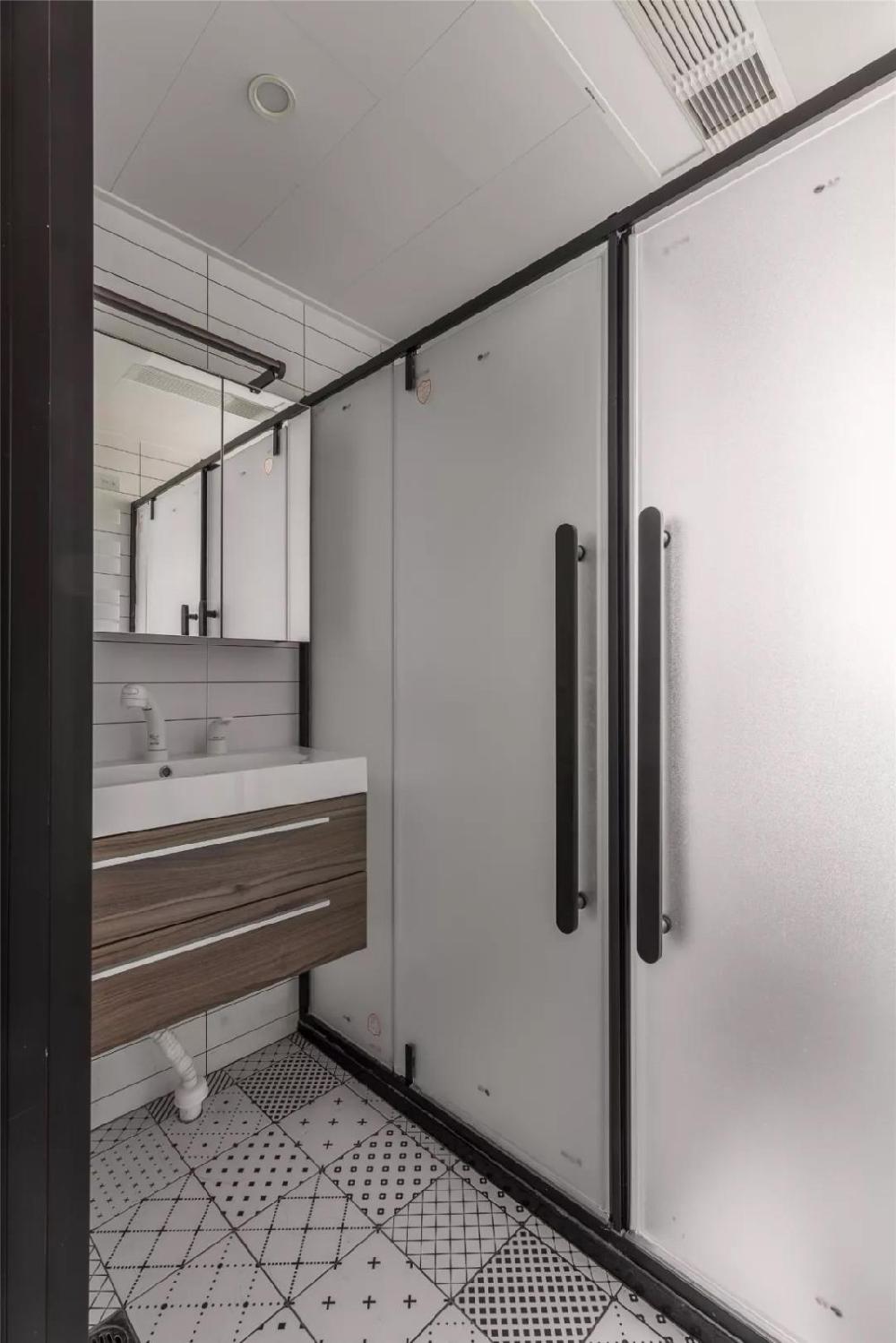96㎡现代简约,玄关旁做个走廊+卫生间13454682