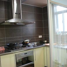 现代风格小厨房厨房门效果图