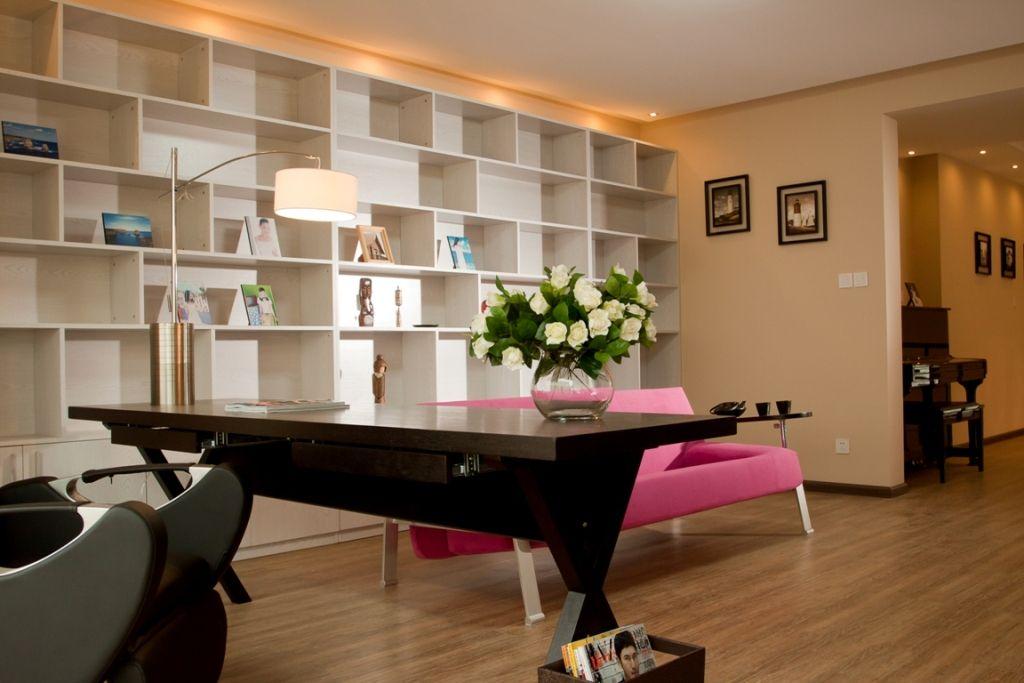 2013现代风格复式敞开式室内书房书架沙发椅子书桌装修效果图