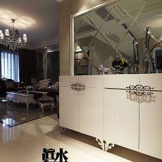 面积105平欧式三居玄关装修设计效果图片