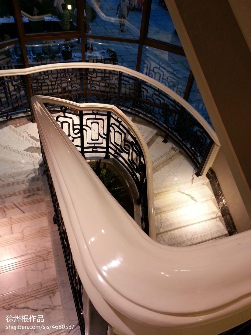 别墅旋转楼梯设计效果图