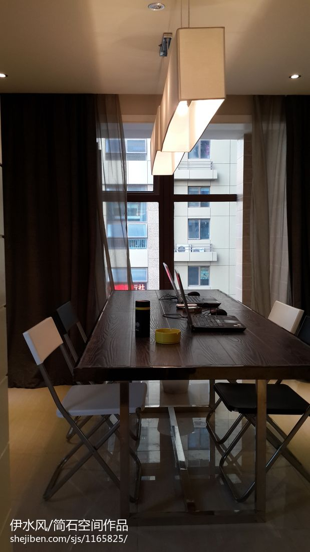 现代简约客厅装潢欣赏