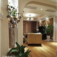 现代三居客厅装饰图