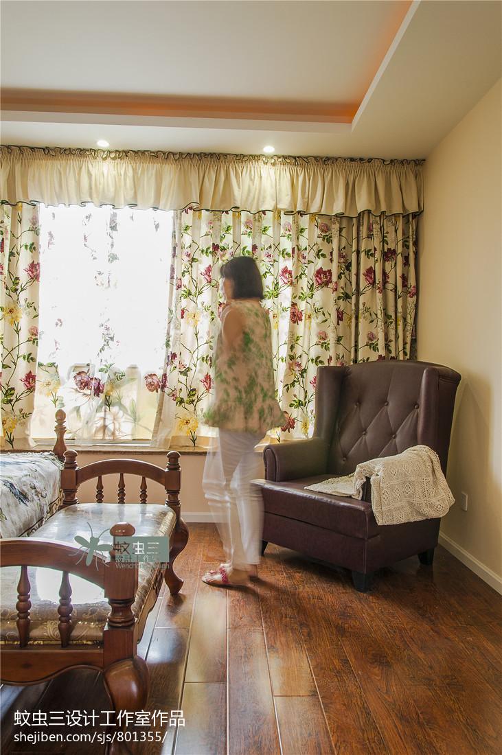 2018113平米美式复式卧室装修设计效果图片