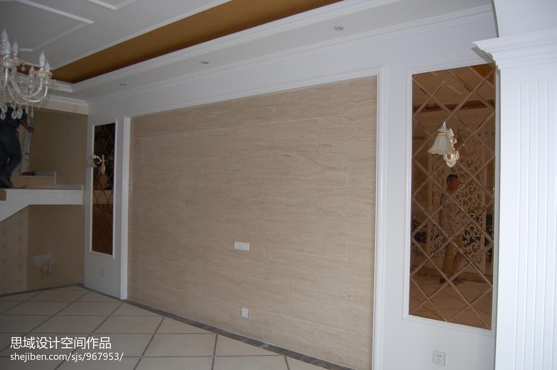 现代木质隔断间装修案例参考