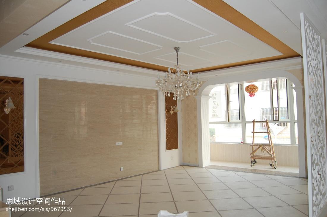 现代设计客厅装修案例