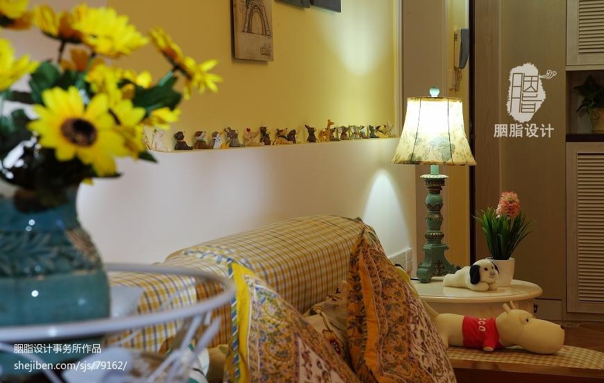 地中海混搭田园风格客厅沙发背景墙装修图
