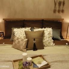 现代卧室装修实景图片