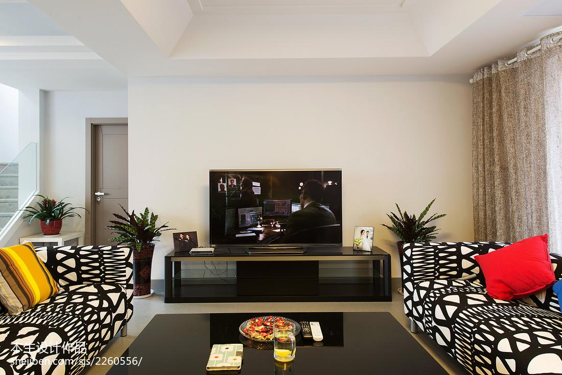 2018126平米现代复式客厅效果图