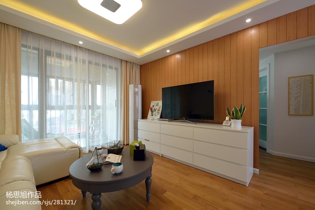 大小90平现代二居客厅实景图