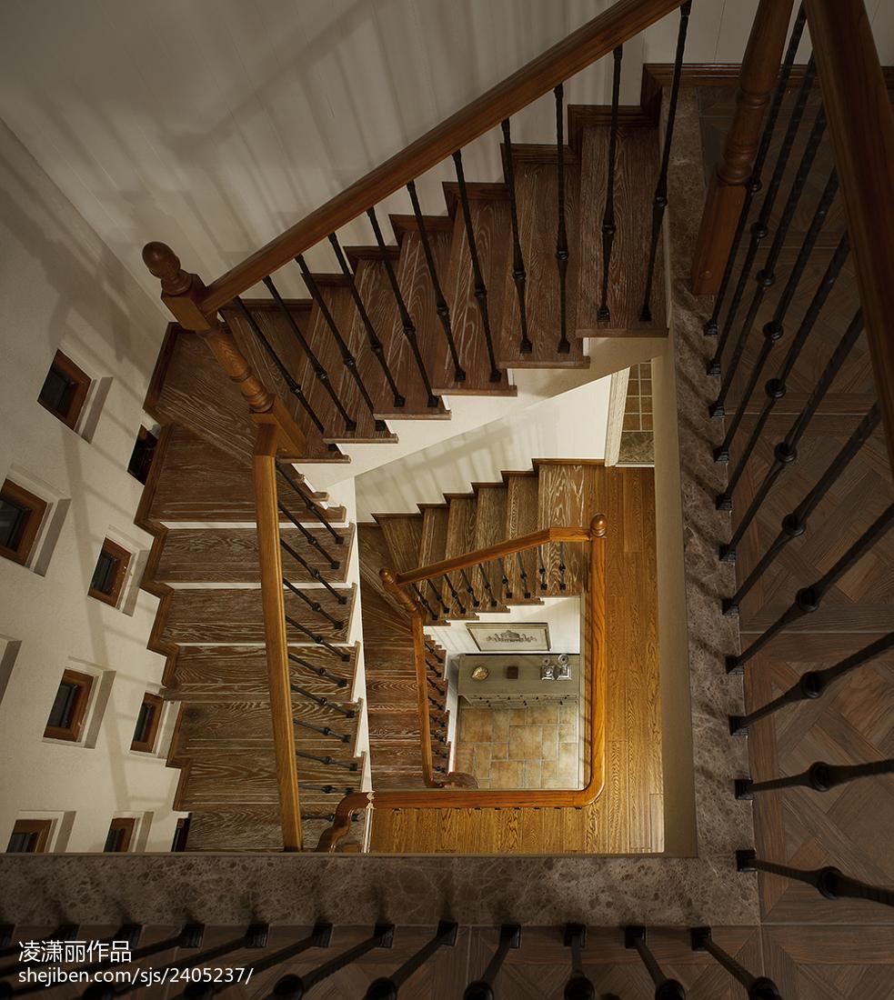 美式风格楼梯装修俯视图