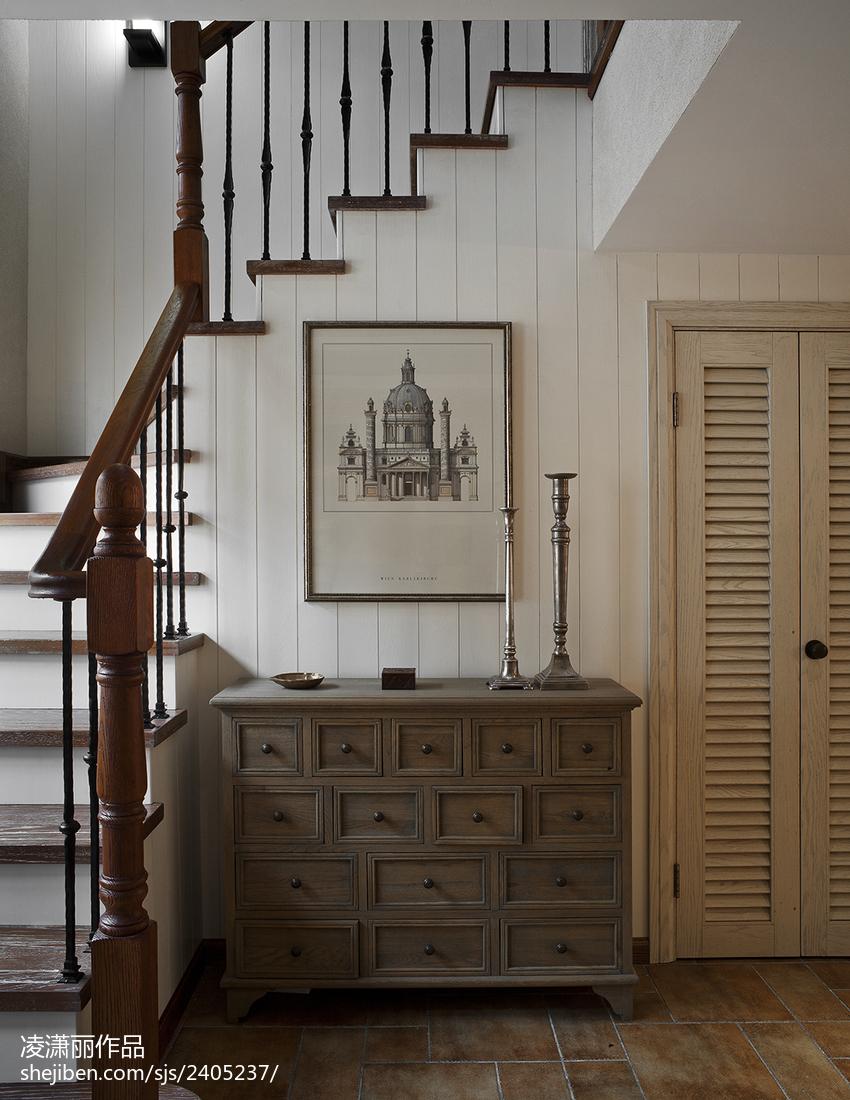 美式风格楼梯背景墙装修图