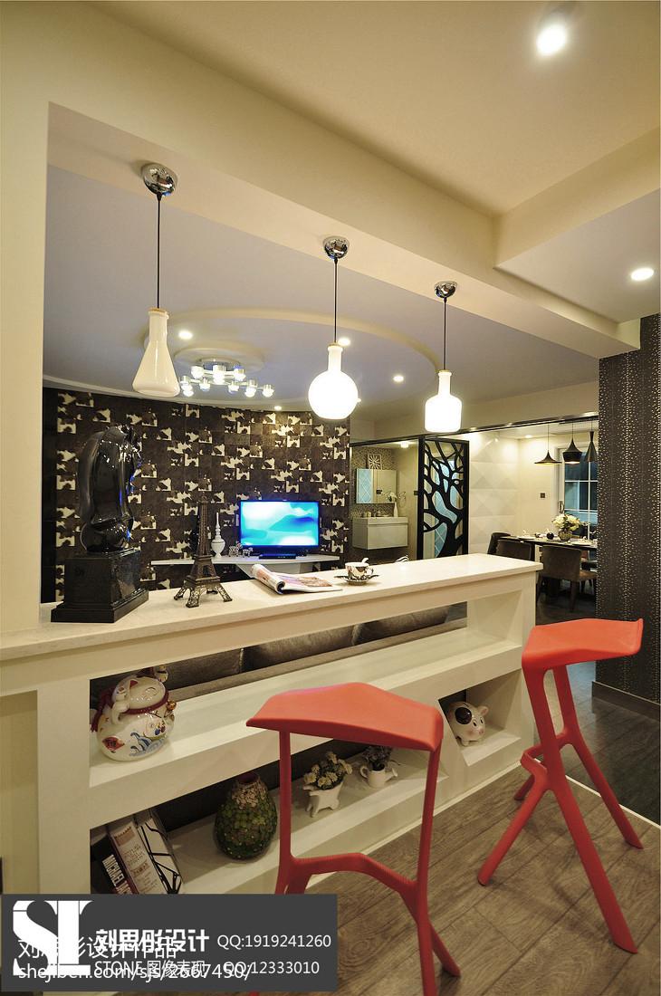 现代风格三居室室内装饰图片