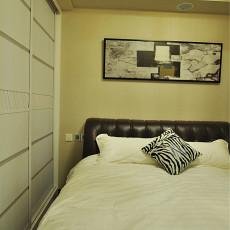 2018面积99平现代三居卧室装饰图片
