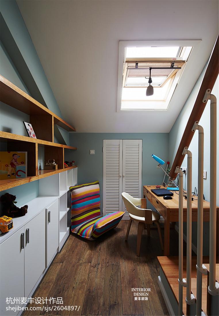 现代简约斜顶书房天窗设计
