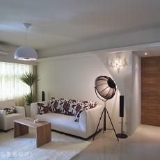 优美93平现代客厅装修图