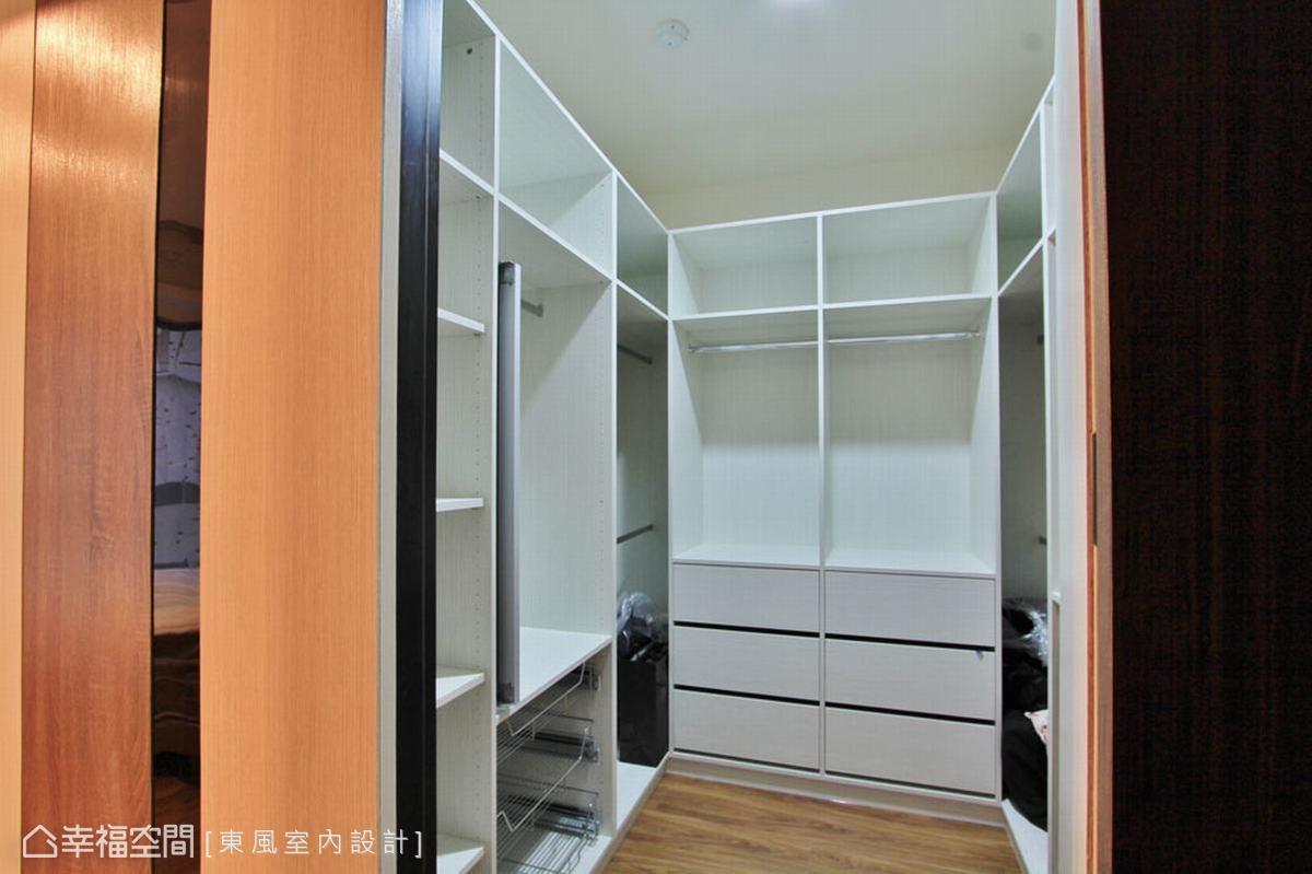 清新蓝色现代卧室布置