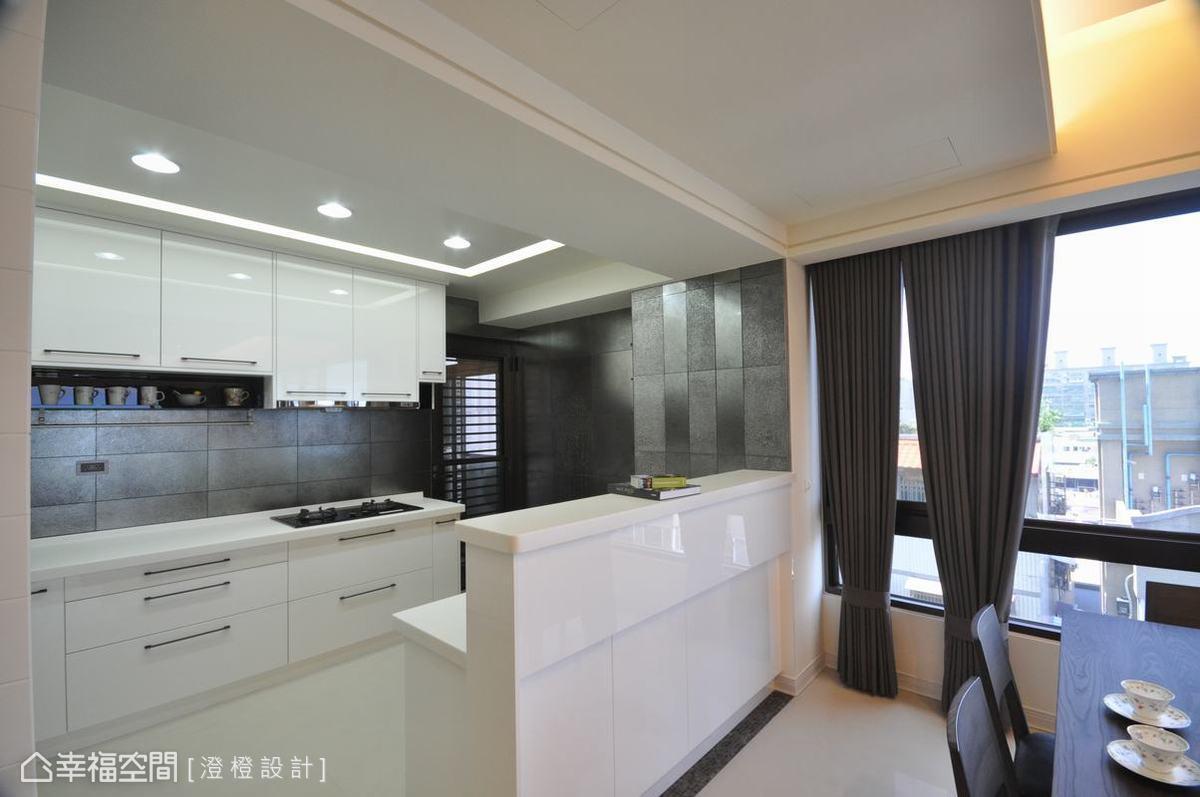 现代厨房吧台装修效果图
