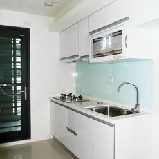 简约俐落的二居室厨房装修效果图图片