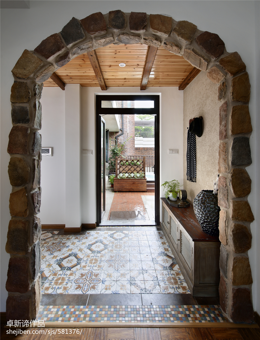 别墅美式过道门洞装修效果图