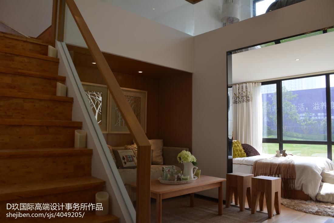101.2平现代客厅装修欣赏图