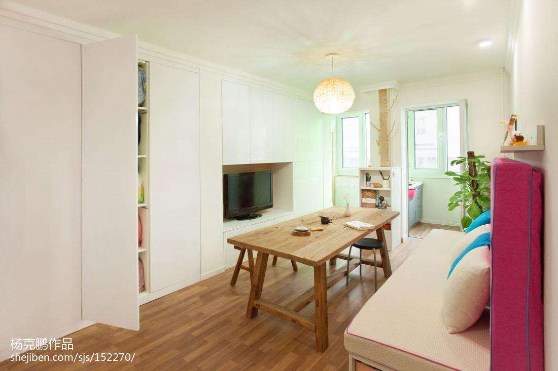 热门81平方二居客厅现代装修欣赏图片