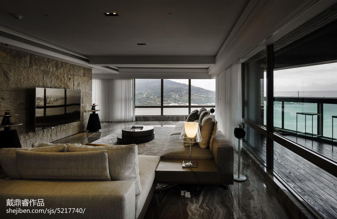 面积94平混搭三居客厅装修欣赏图
