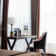 现代卧室实景图