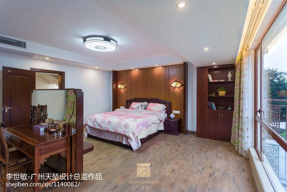 2018129平米中式别墅卧室实景图片