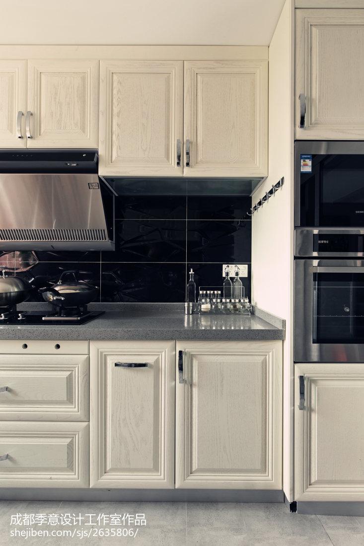 现代白色橱柜厨房装修设计