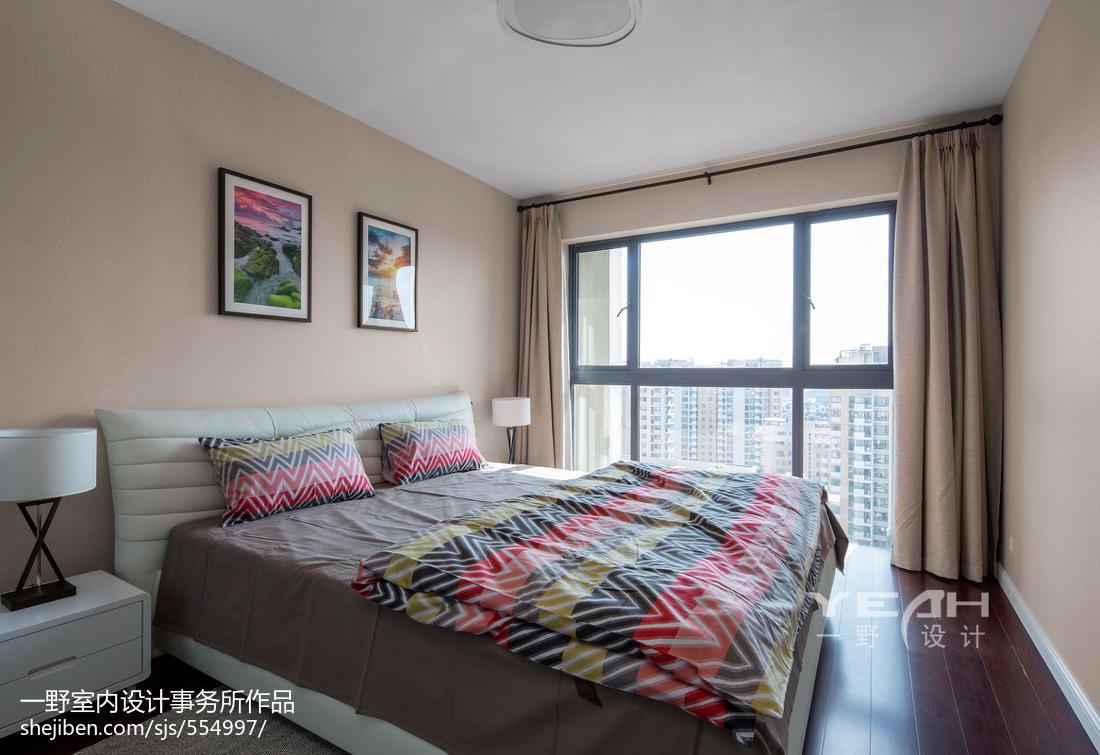 温馨现代卧室落地窗装修效果图