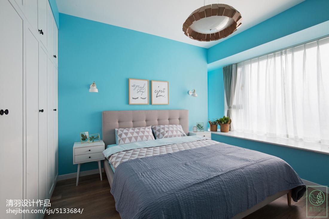 现代简约卧室飘窗装修图
