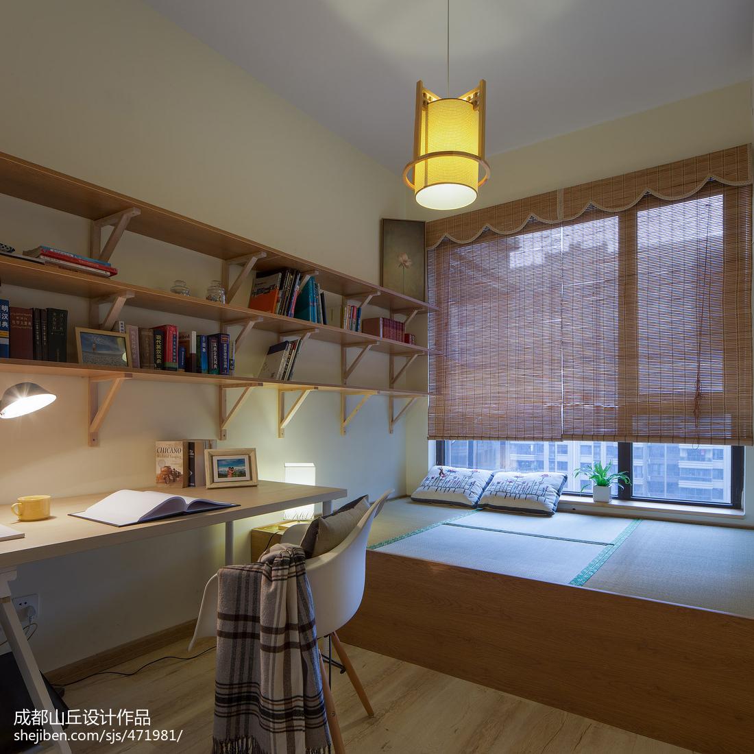 2018125平米四居书房现代装修实景图