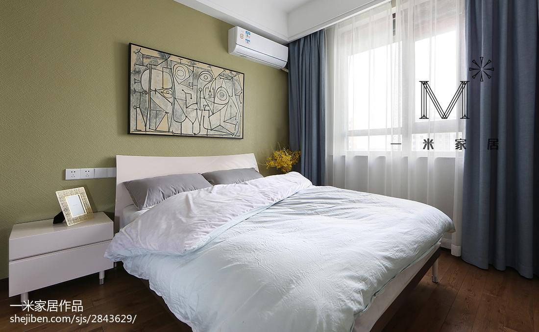 现代简约风卧室装修图