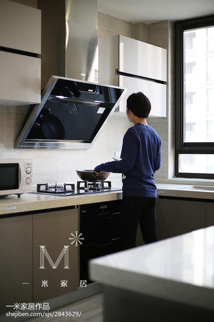 优美118平现代三居厨房布置图