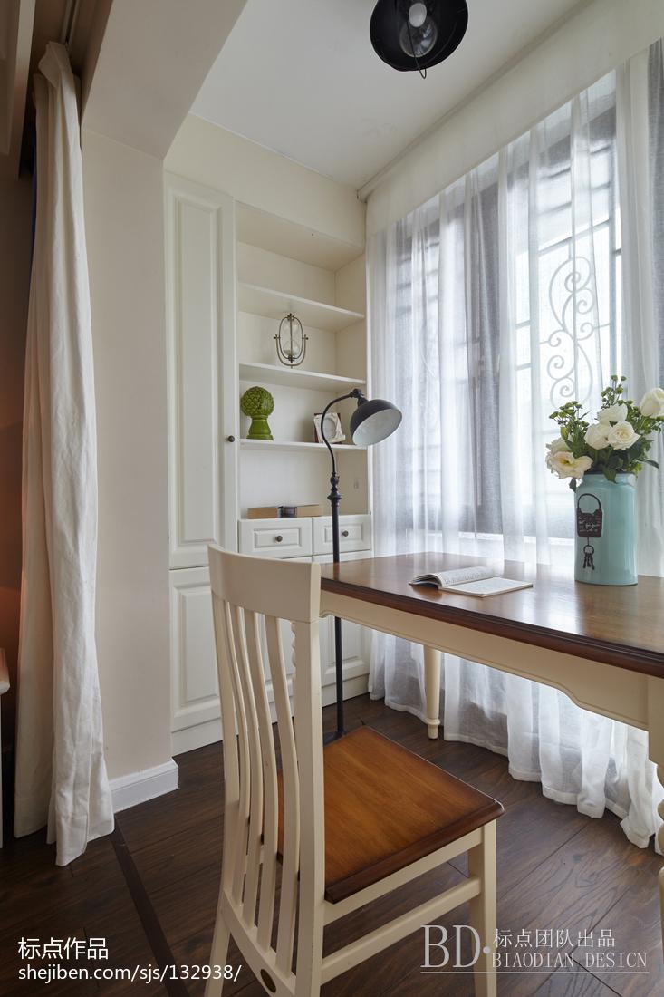 大气64平美式复式卧室实拍图