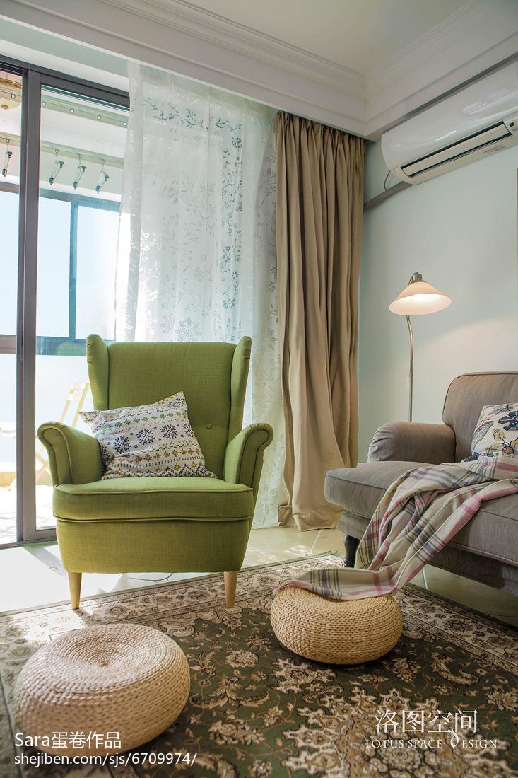 热门面积70平美式二居客厅装饰图片