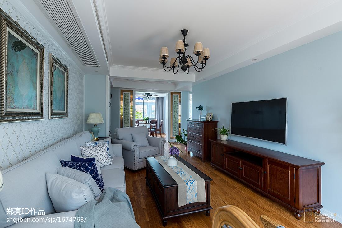 悠雅87平美式二居客厅布置图