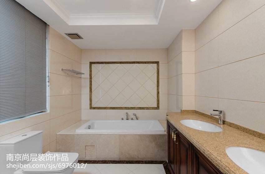 精美新古典别墅卫生间装修设计效果图片
