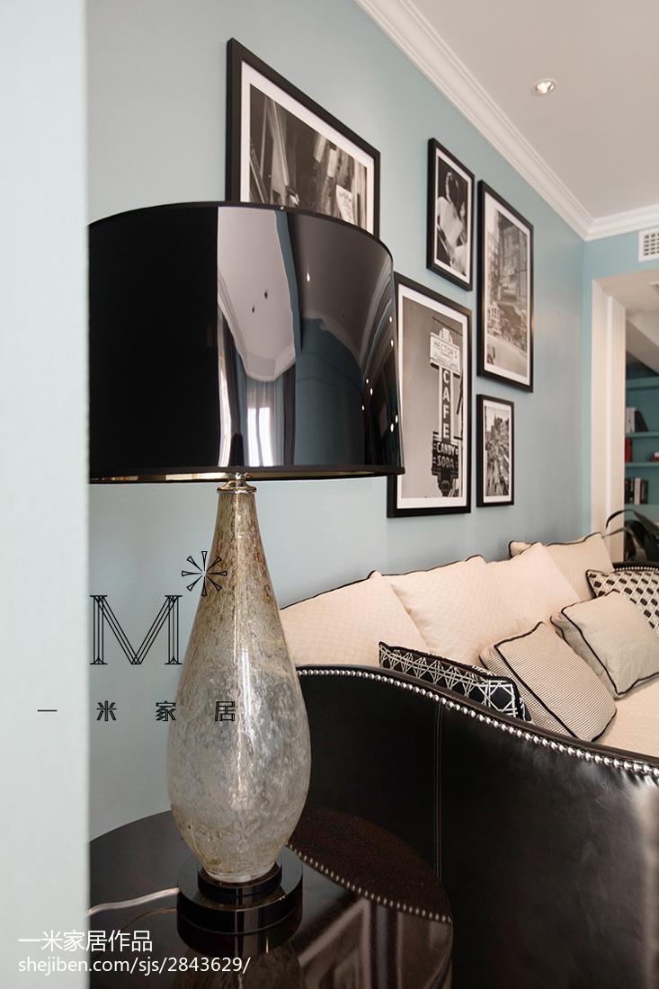 面积82平现代二居客厅装饰图