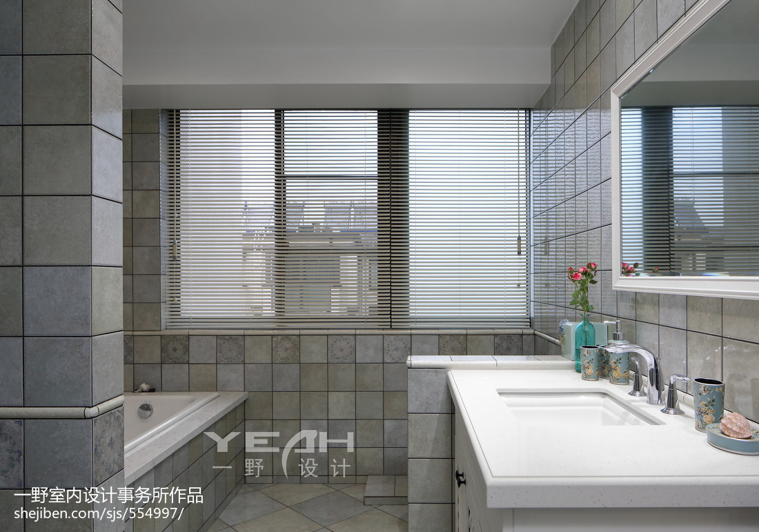 2018124平米美式复式卫生间装修设计效果图片大全