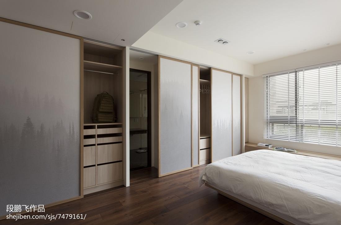 现代风格四居室衣柜设计