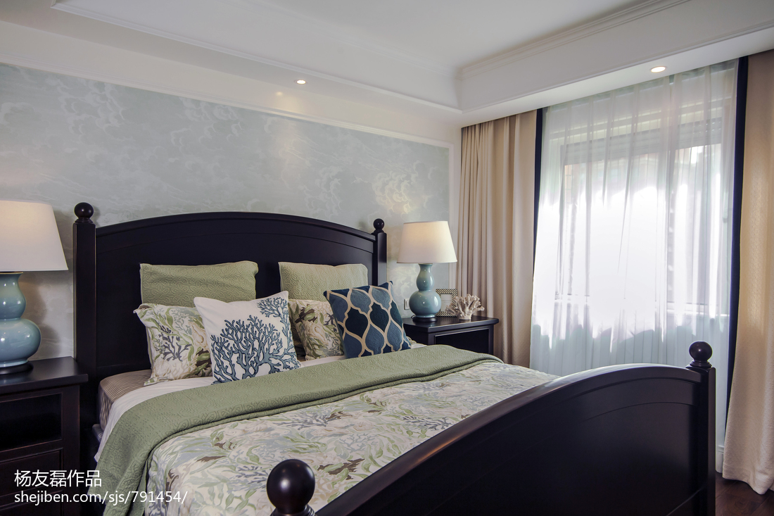 热门108平米三居卧室美式装饰图