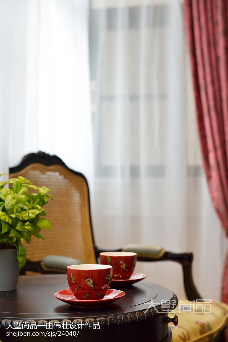 热门面积98平欧式三居客厅装饰图片